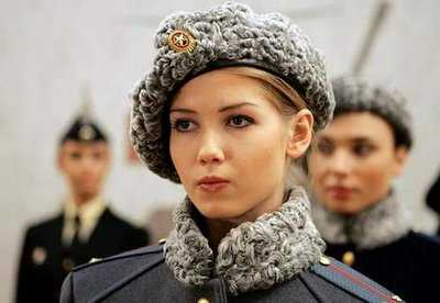 images/stories/Glane_sur_le_net/femme militaire russie.jpg