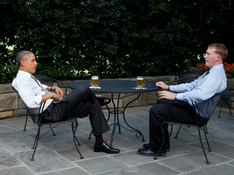 images/stories/dakota meyer_obama-and-sgt-meyer-on-wh-patio.jpg